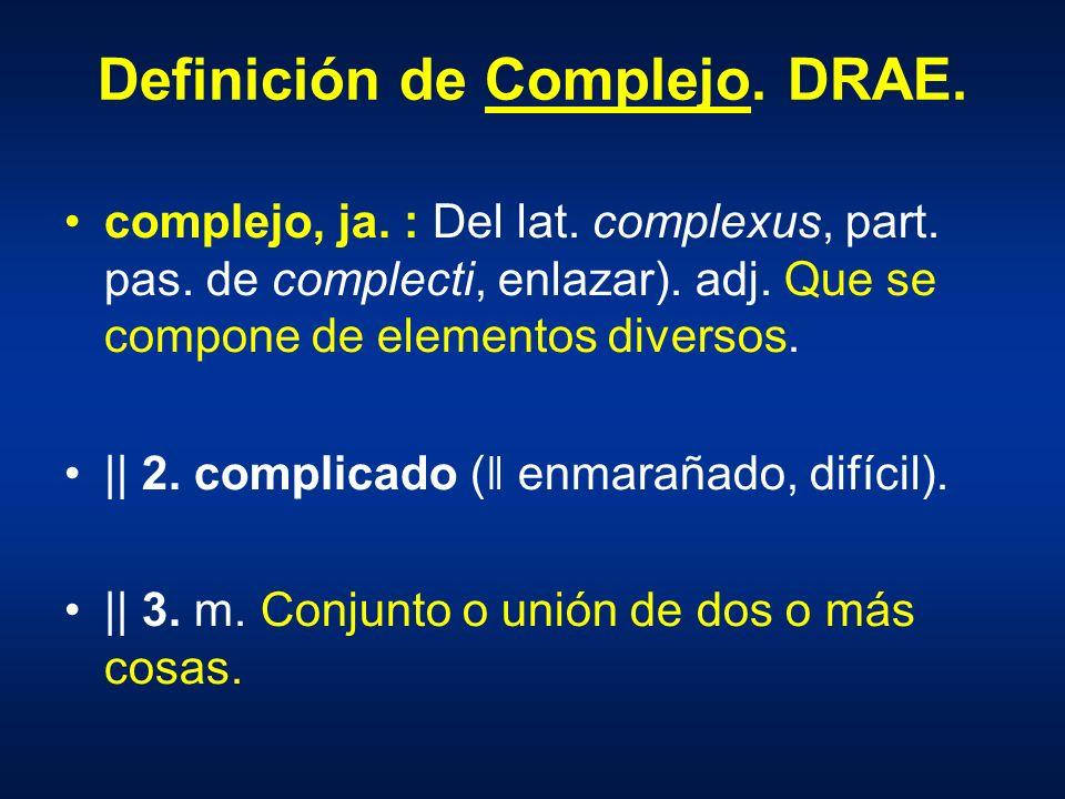 Definición de Complejo. DRAE. complejo, ja. : Del lat. complexus, part. pas. de complecti, enlazar). adj. Que se compone de elementos diversos. || 2.