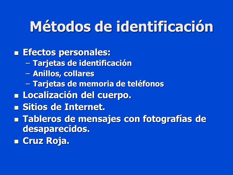 Métodos de identificación Efectos personales: Efectos personales: –Tarjetas de identificación –Anillos, collares –Tarjetas de memoria de teléfonos Localización del cuerpo.