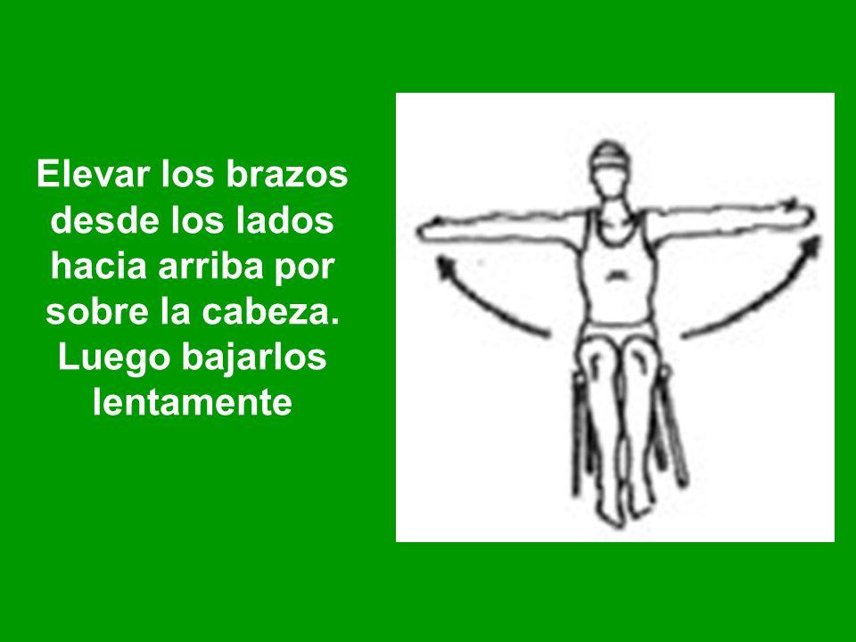 Elevar los brazos desde los lados hacia arriba por sobre la cabeza. Luego bajarlos lentamente