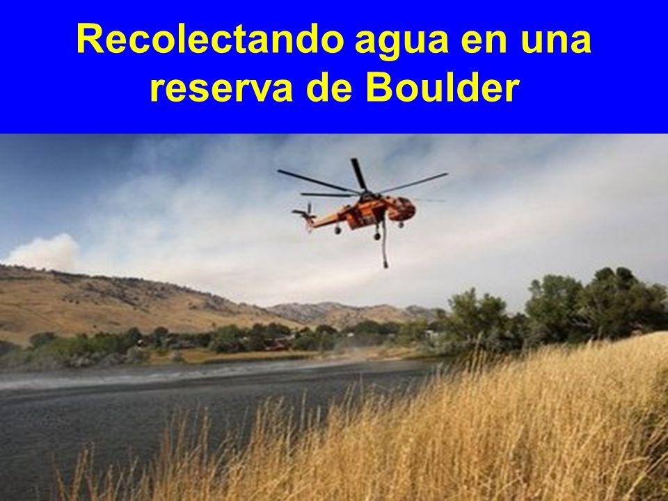 Recolectando agua en una reserva de Boulder