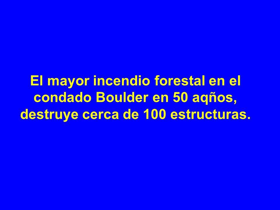 El mayor incendio forestal en el condado Boulder en 50 aqños, destruye cerca de 100 estructuras.