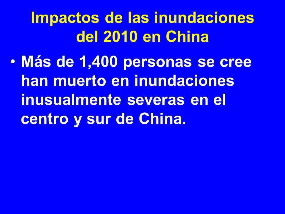 Impactos de las inundaciones del 2010 en China Un estimado de 1.4 millones de viviendas fueron destruidas, 12 millones de personas evacuadas, y 87,600 km 2 (22 millones de cares) de cultivos arruinados.