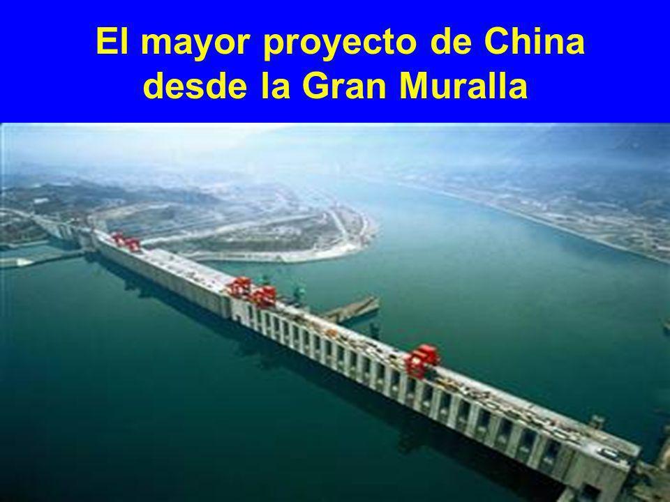 Presa de tres gargantas La presa de tres gargantas está localizada en el centro de China, Provincia Hubei, 600 millas al suroeste de Beijing.