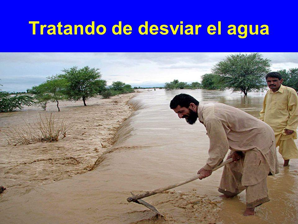 Tratando de desviar el agua