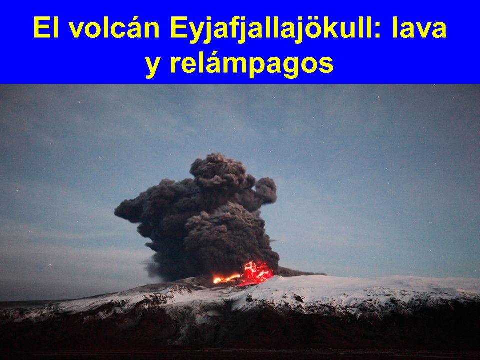 El volcán Eyjafjallajökull: lava y relámpagos