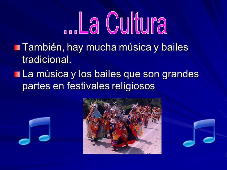 También, hay mucha música y bailes tradicional. La música y los bailes que son grandes partes en festivales religiosos