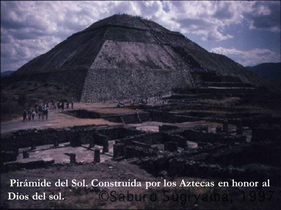Pirámide del Sol. Construida por los Aztecas en honor al Dios del sol.