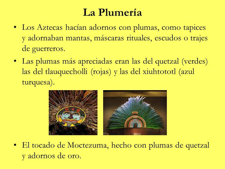 La Plumería Los Aztecas hacían adornos con plumas, como tapices y adornaban mantas, máscaras rituales, escudos o trajes de guerreros. Las plumas más a