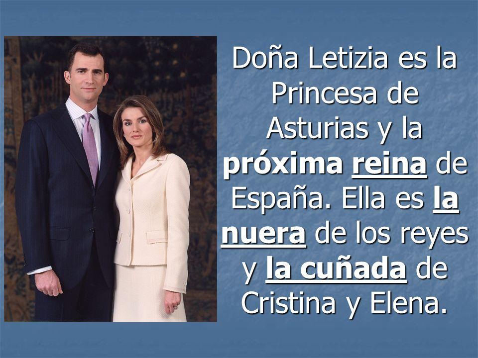 Doña Letizia es la Princesa de Asturias y la próxima reina de España. Ella es la nuera de los reyes y la cuñada de Cristina y Elena.