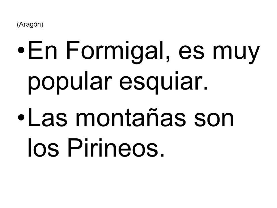 (Aragón) En Formigal, es muy popular esquiar. Las montañas son los Pirineos.