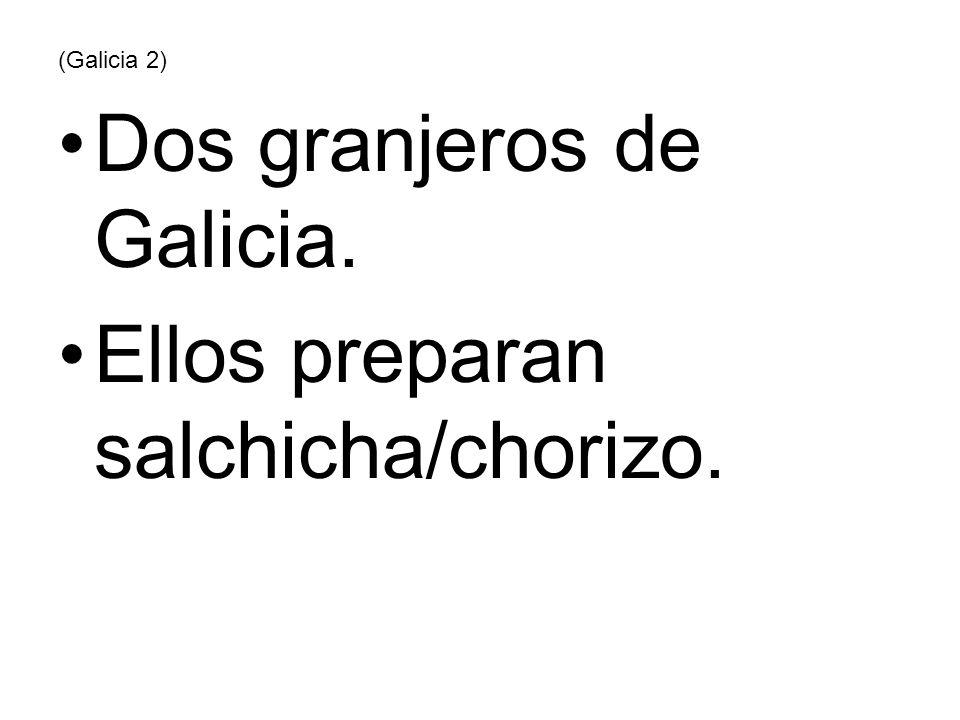 (Galicia 2) Dos granjeros de Galicia. Ellos preparan salchicha/chorizo.