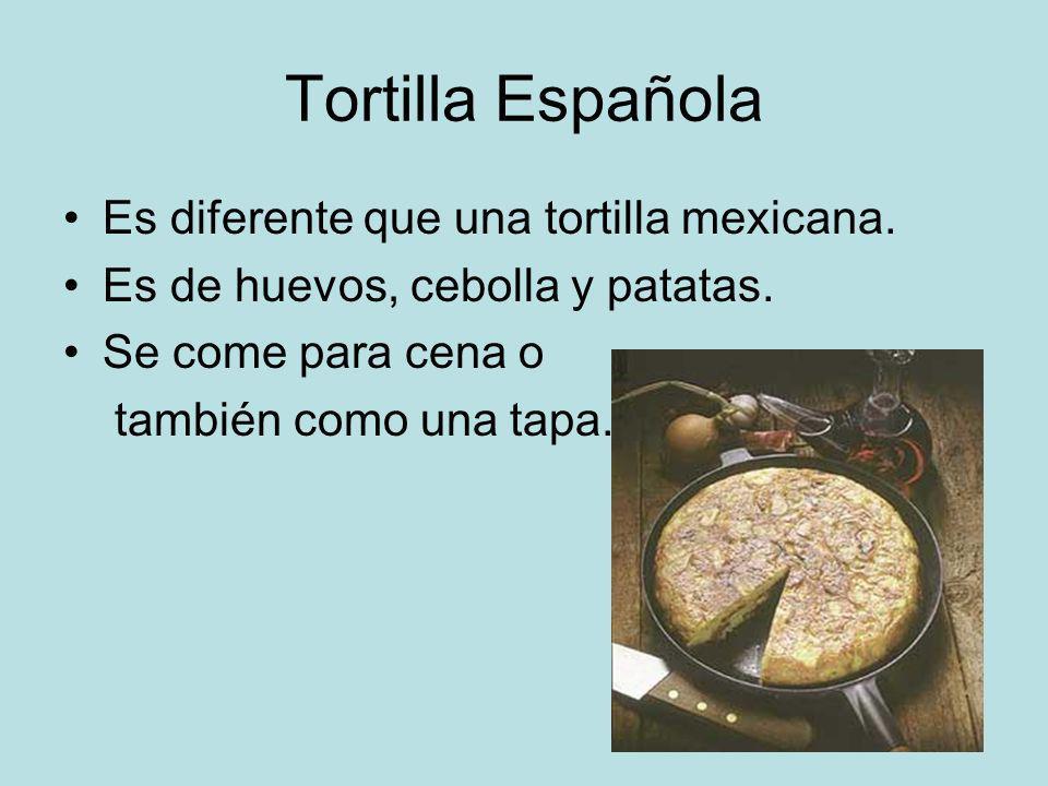 Tortilla Española Es diferente que una tortilla mexicana. Es de huevos, cebolla y patatas. Se come para cena o también como una tapa.