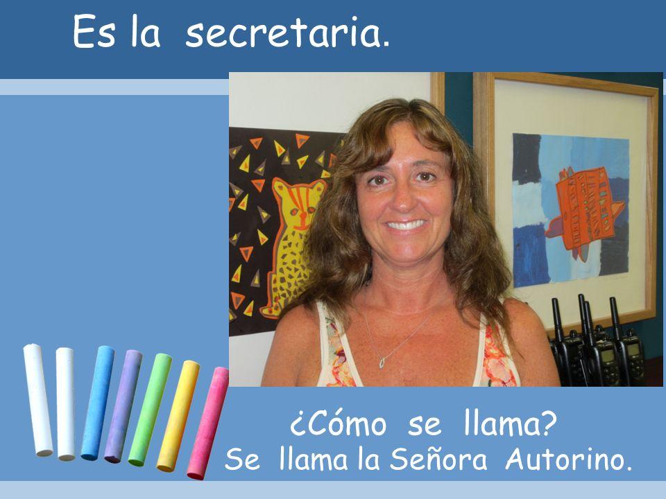 Es la secretaria. ¿Cómo se llama? Se llama la Señora Autorino.
