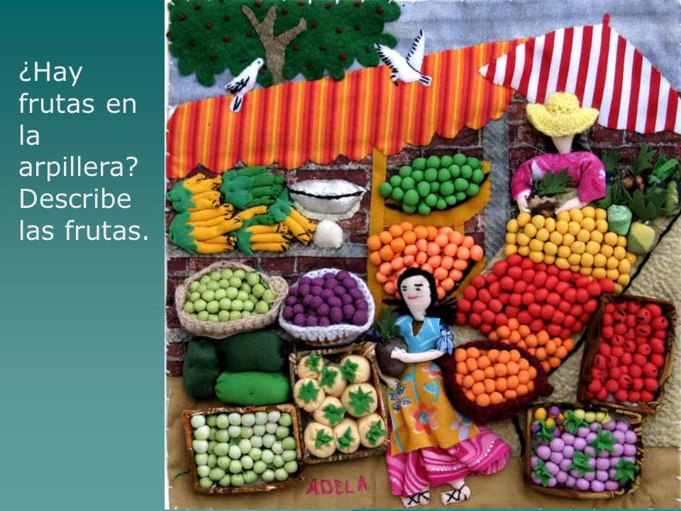 ¿Hay frutas en la arpillera? Describe las frutas.