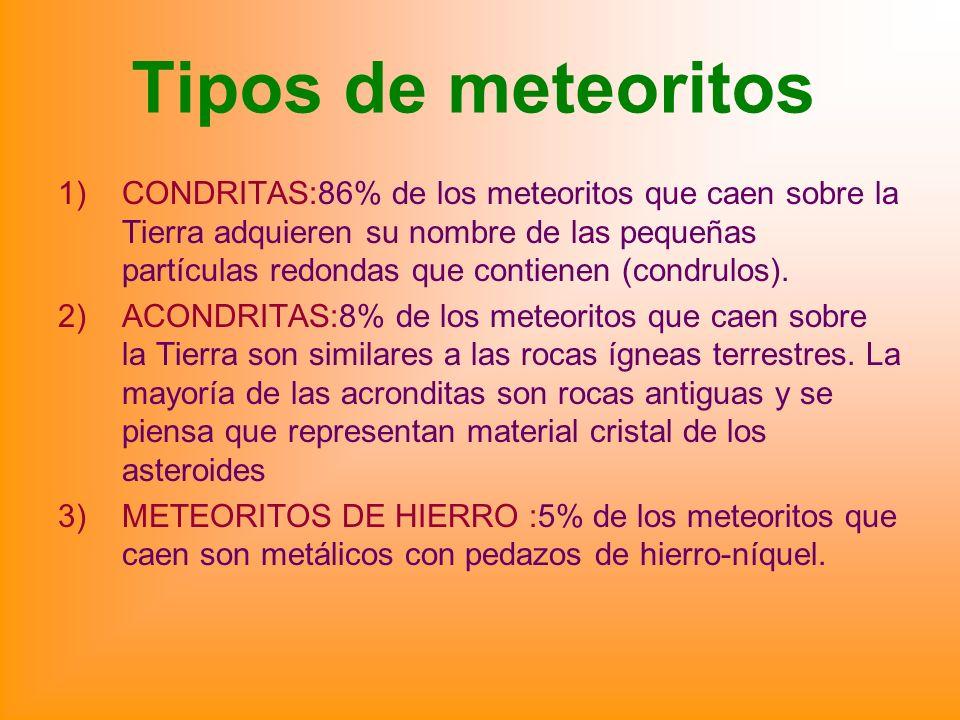 Tipos de meteoritos 1)CONDRITAS:86% de los meteoritos que caen sobre la Tierra adquieren su nombre de las pequeñas partículas redondas que contienen (