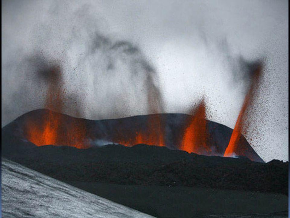 Clima de la Tierra a expensas de volcán en Islandia El clima terrestre podría cambiar si las cenizas del volcán en erupción ubicado bajo el glaciar Eyjafjallajokull en Islandia, alcanzan la estratosfera.