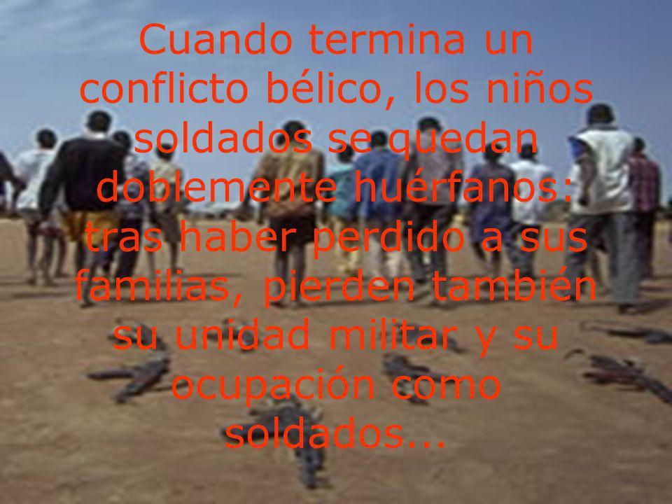 Cuando termina un conflicto bélico, los niños soldados se quedan doblemente huérfanos: tras haber perdido a sus familias, pierden también su unidad mi