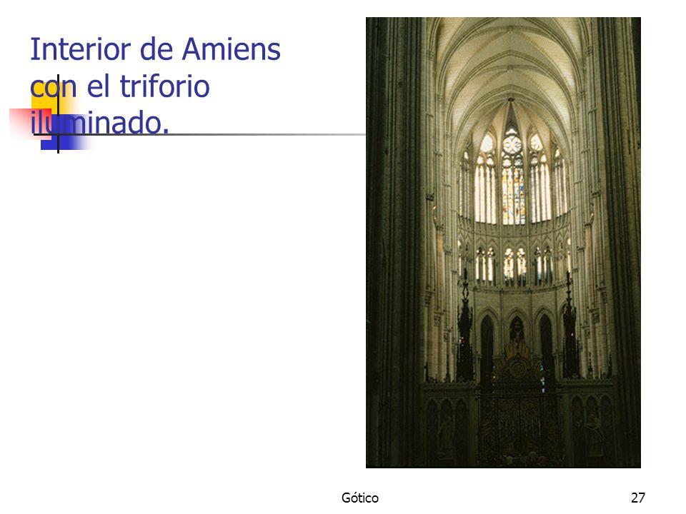 Gótico27 Interior de Amiens con el triforio iluminado.