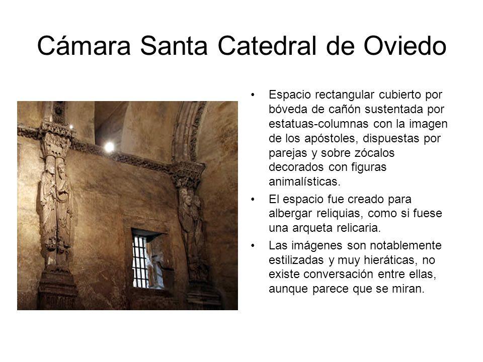 Cámara Santa Catedral de Oviedo Espacio rectangular cubierto por bóveda de cañón sustentada por estatuas-columnas con la imagen de los apóstoles, disp