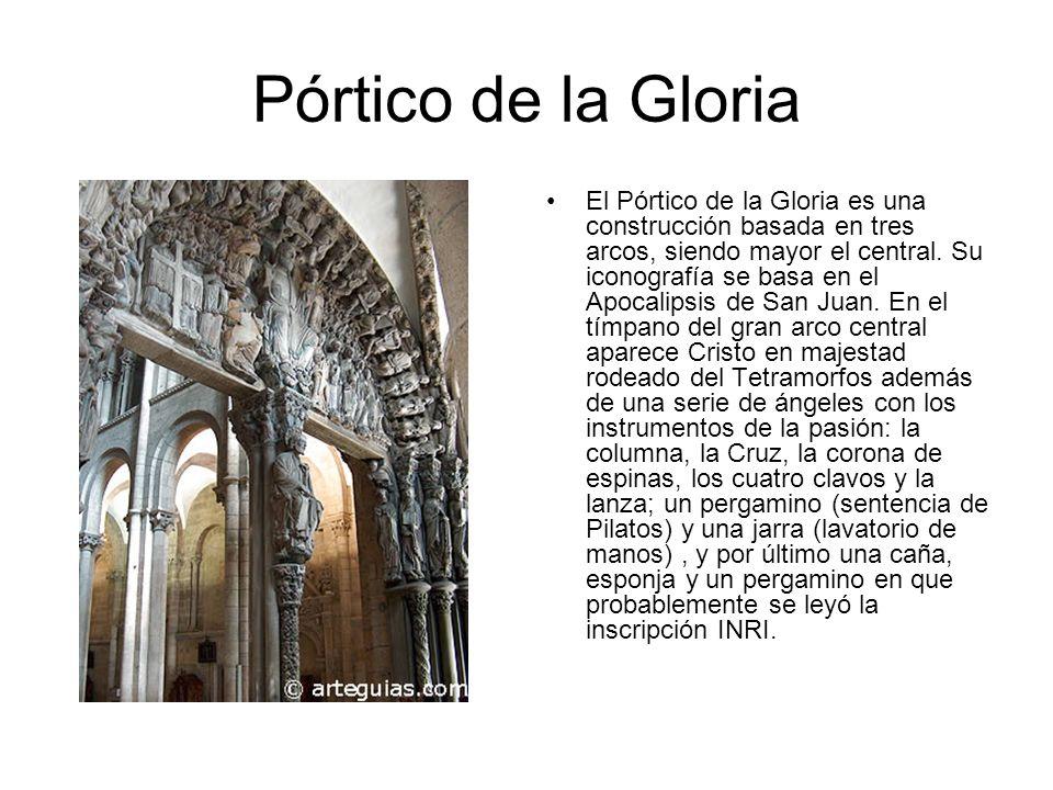 El Pórtico de la Gloria es una construcción basada en tres arcos, siendo mayor el central. Su iconografía se basa en el Apocalipsis de San Juan. En el