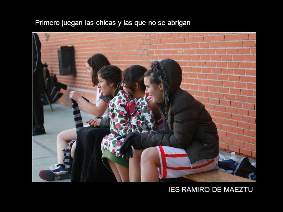 Primero juegan las chicas y las que no se abrigan IES RAMIRO DE MAEZTU
