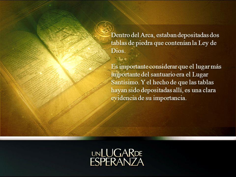 Dentro del Arca, estaban depositadas dos tablas de piedra que contenían la Ley de Dios. Es importante considerar que el lugar más importante del santu