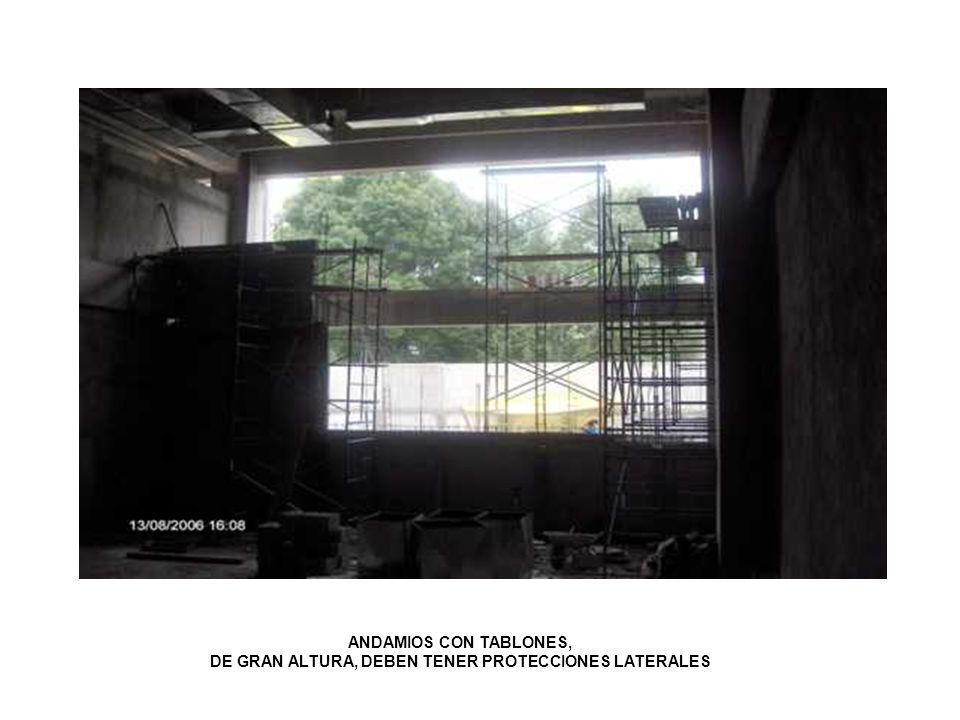 ANDAMIOS CON TABLONES, DE GRAN ALTURA, DEBEN TENER PROTECCIONES LATERALES