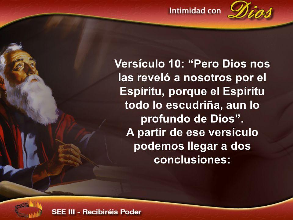 Versículo 10: Pero Dios nos las reveló a nosotros por el Espíritu, porque el Espíritu todo lo escudriña, aun lo profundo de Dios. A partir de ese vers