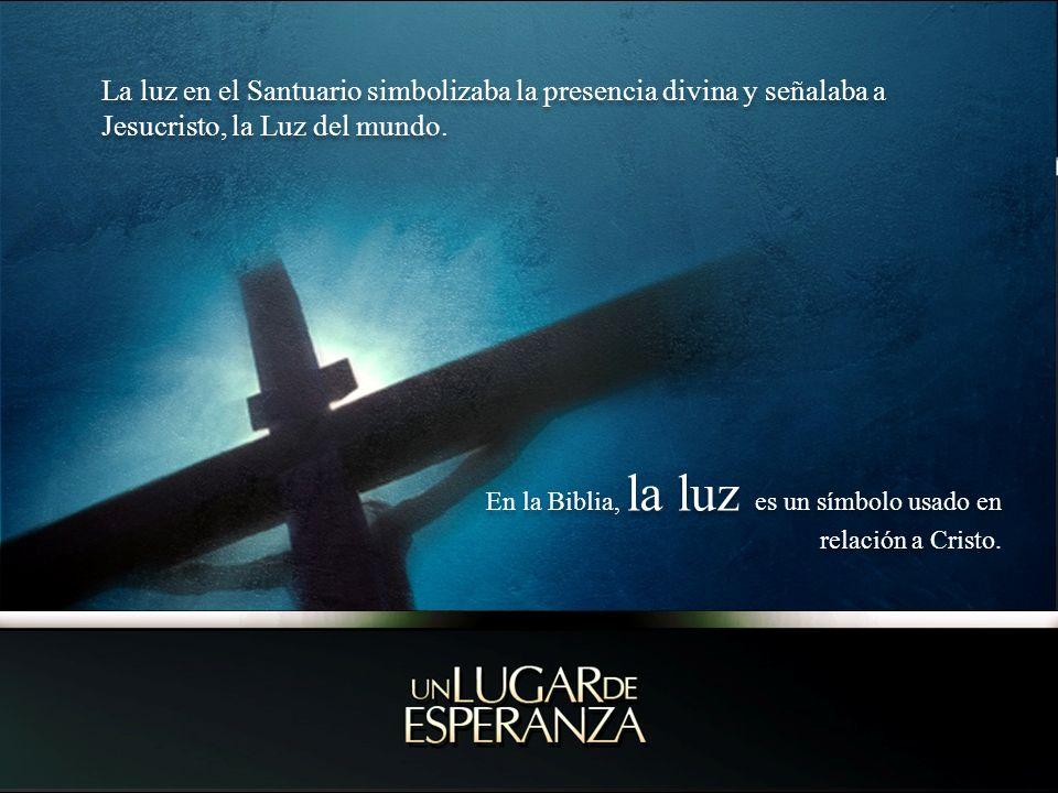 La luz en el Santuario simbolizaba la presencia divina y señalaba a Jesucristo, la Luz del mundo. En la Biblia, la luz es un símbolo usado en relación