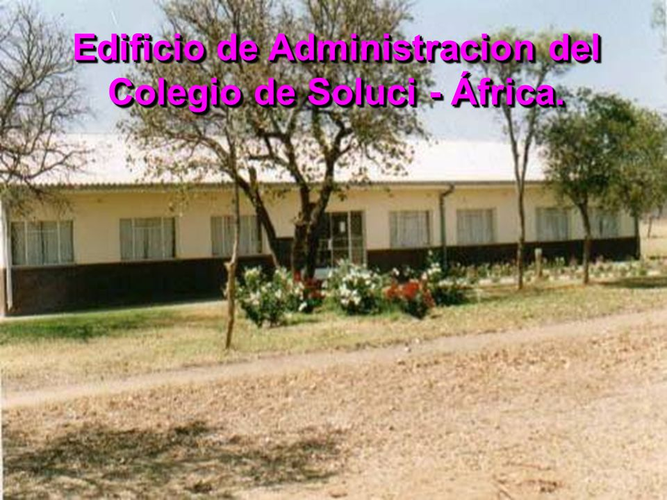 Edificio de Administracion del Colegio de Soluci - África.