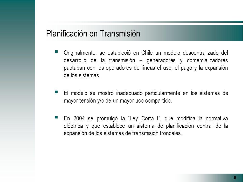 9 Planificación en Transmisión Originalmente, se estableció en Chile un modelo descentralizado del desarrollo de la transmisión – generadores y comercializadores pactaban con los operadores de líneas el uso, el pago y la expansión de los sistemas.