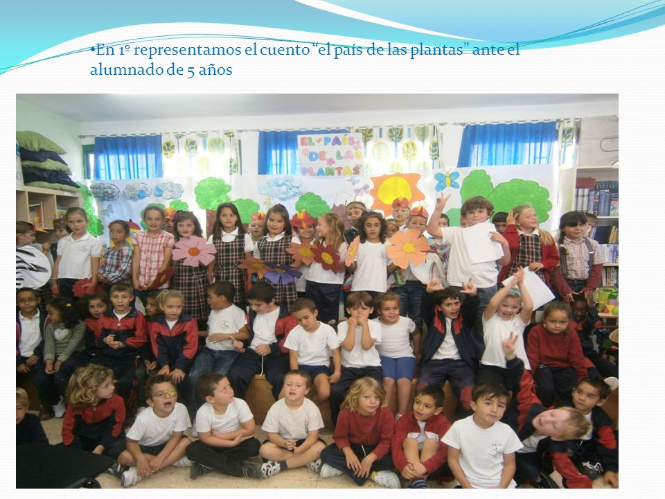 En 1º representamos el cuento el país de las plantas ante el alumnado de 5 años