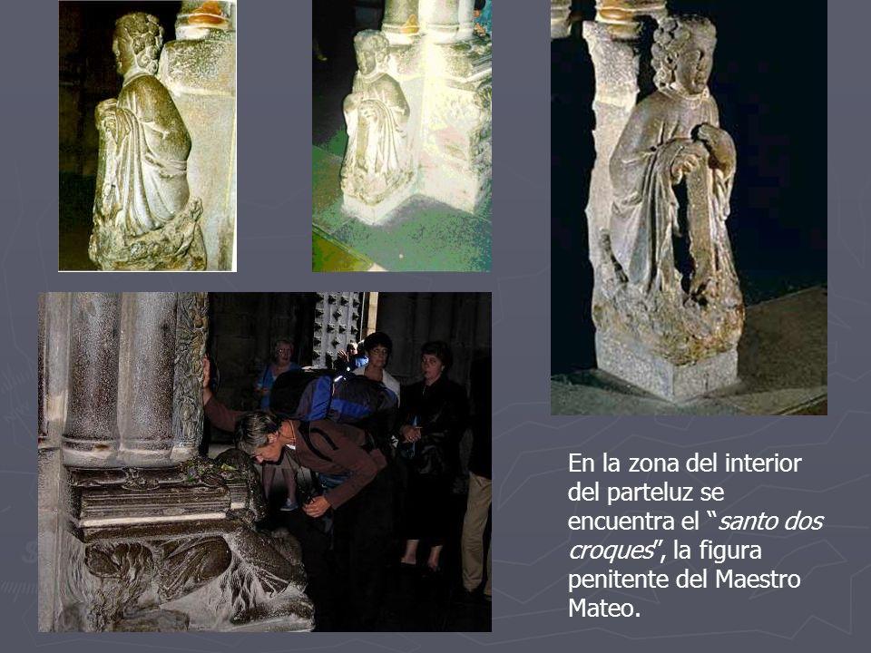 En la zona del interior del parteluz se encuentra el santo dos croques, la figura penitente del Maestro Mateo.