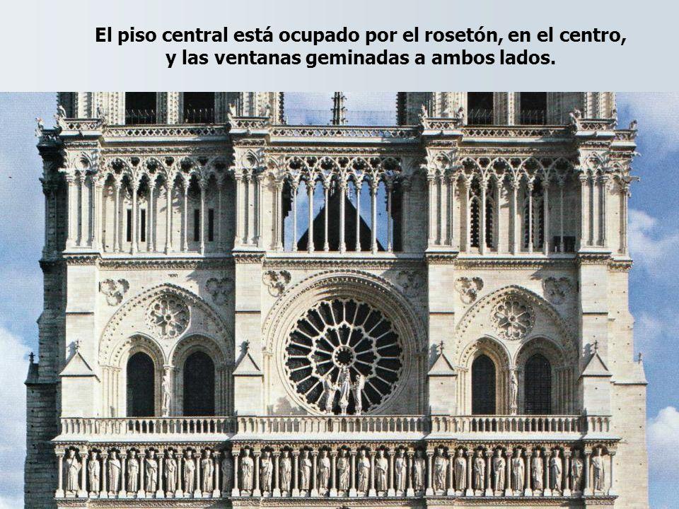 El piso central está ocupado por el rosetón, en el centro, y las ventanas geminadas a ambos lados.
