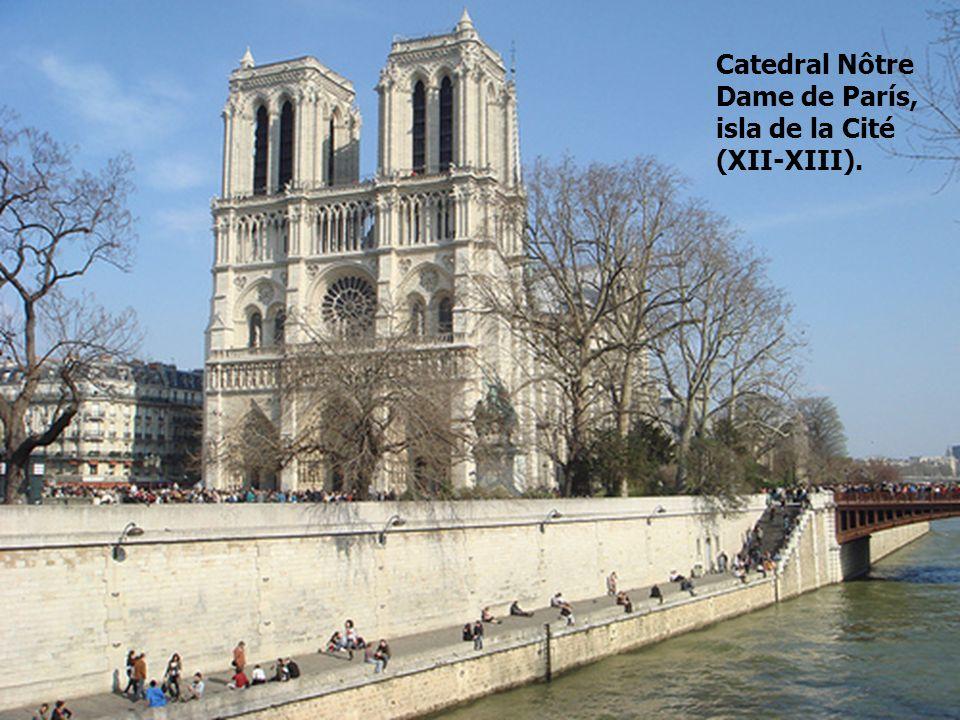 Nôtre-Dame es la primera de las grandes catedrales francesas y sirve de modelo para las demás.