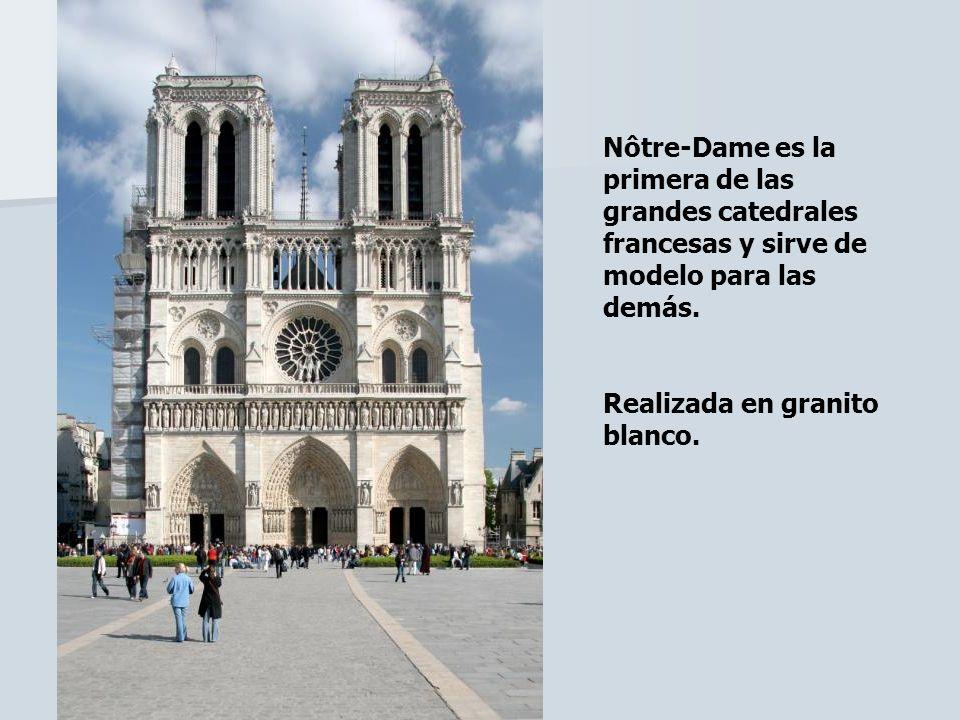 Nôtre-Dame es la primera de las grandes catedrales francesas y sirve de modelo para las demás. Realizada en granito blanco.