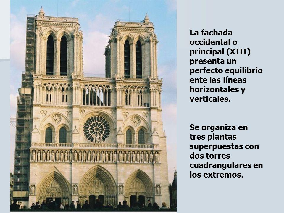 La fachada occidental o principal (XIII) presenta un perfecto equilibrio ente las líneas horizontales y verticales. Se organiza en tres plantas superp