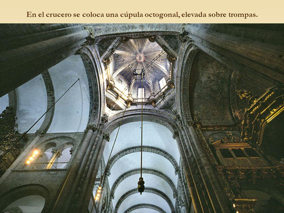 En el crucero se coloca una cúpula octogonal, elevada sobre trompas.