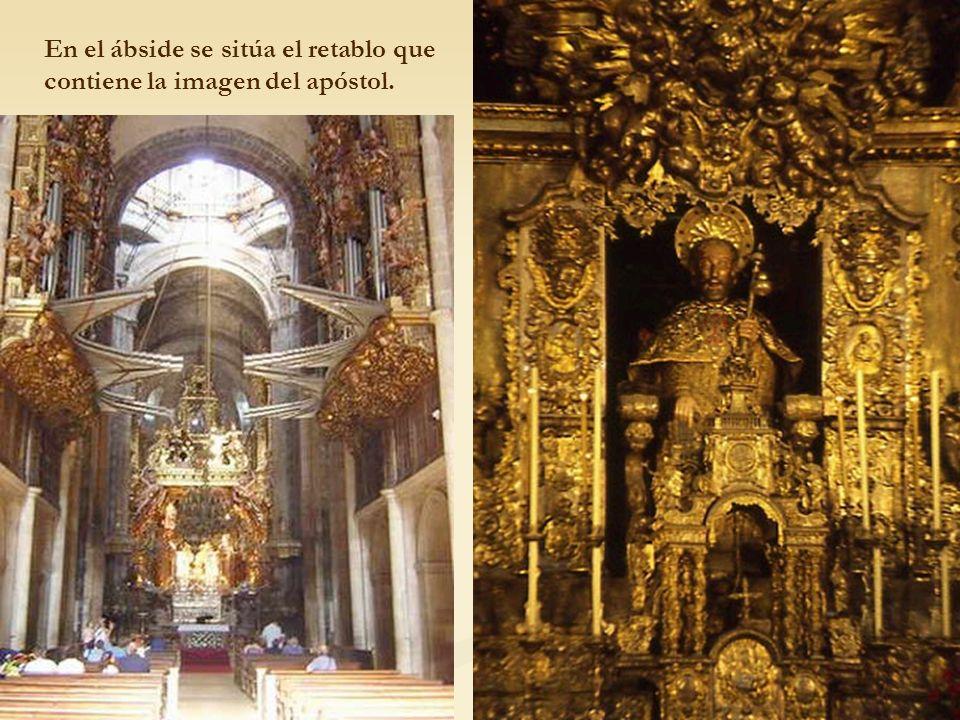 En el ábside se sitúa el retablo que contiene la imagen del apóstol.