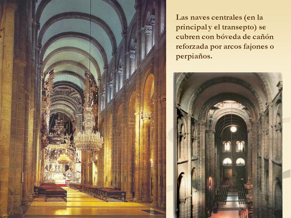 Las naves centrales (en la principal y el transepto) se cubren con bóveda de cañón reforzada por arcos fajones o perpiaños.