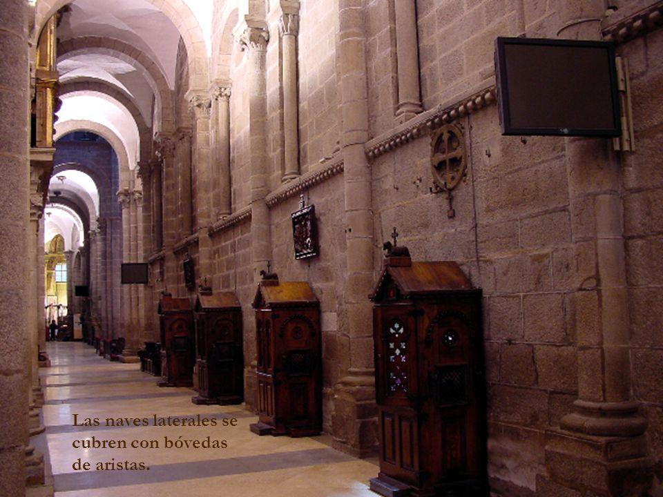 Las naves laterales se cubren con bóvedas de aristas.