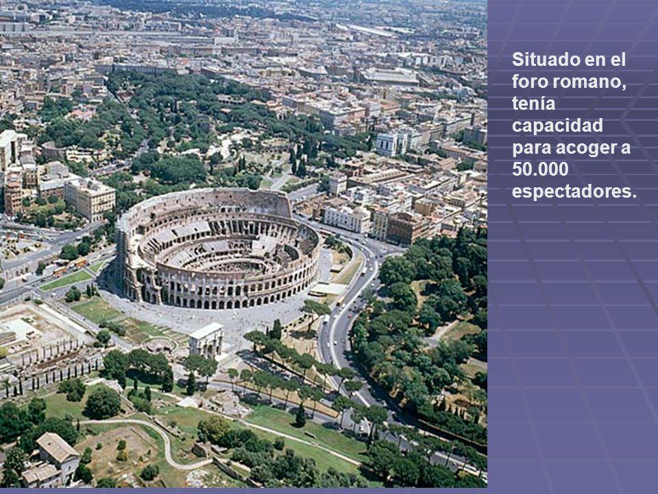 Situado en el foro romano, tenía capacidad para acoger a 50.000 espectadores.