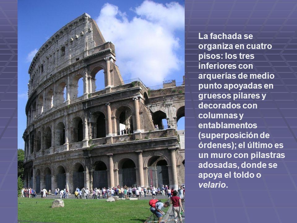 La fachada se organiza en cuatro pisos: los tres inferiores con arquerías de medio punto apoyadas en gruesos pilares y decorados con columnas y entabl