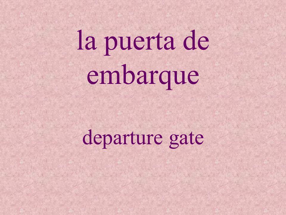 la puerta de embarque departure gate