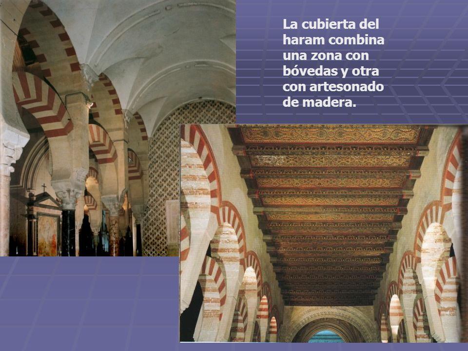 La cubierta del haram combina una zona con bóvedas y otra con artesonado de madera.