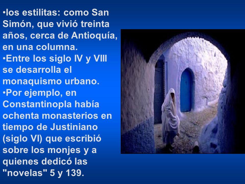 los estilitas: como San Simón, que vivió treinta años, cerca de Antioquía, en una columna. Entre los siglo IV y VIII se desarrolla el monaquismo urban