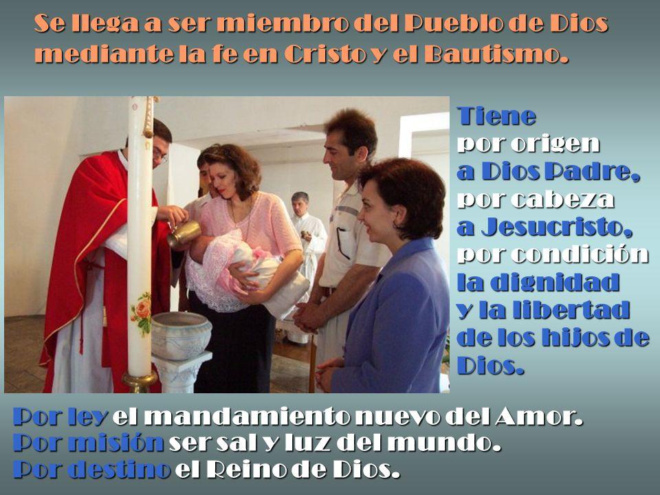 Se llega a ser miembro del Pueblo de Dios mediante la fe en Cristo y el Bautismo. Tiene por origen a Dios Padre, por cabeza a Jesucristo, por condició