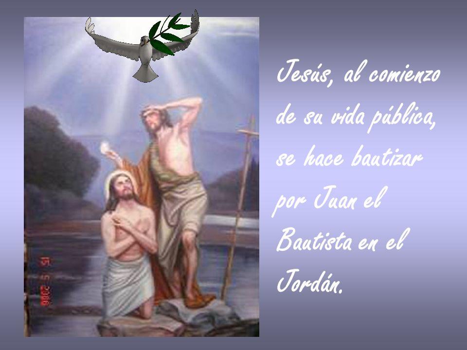 Jesús, al comienzo de su vida pública, se hace bautizar por Juan el Bautista en el Jordán.