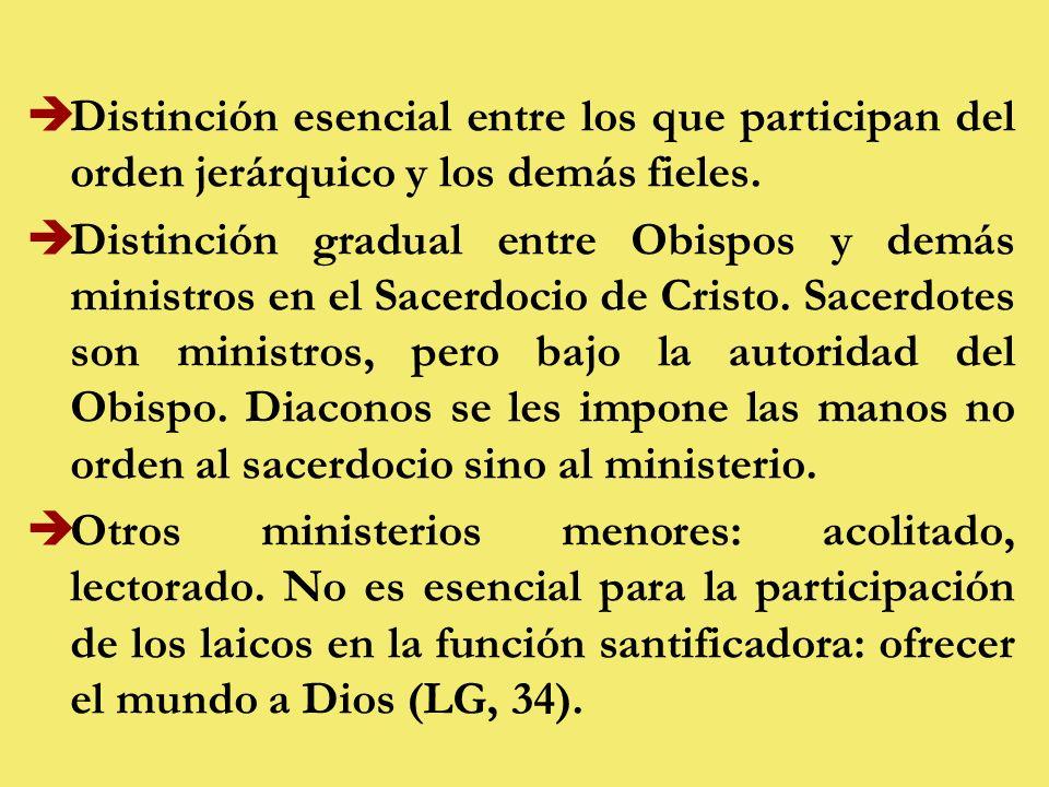 èDistinción esencial entre los que participan del orden jerárquico y los demás fieles.