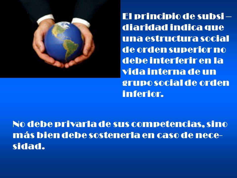 La solidaridad que emana de la fraternidad humana y cristiana, se expresa, ante to- do, en la justa distribución de bienes.